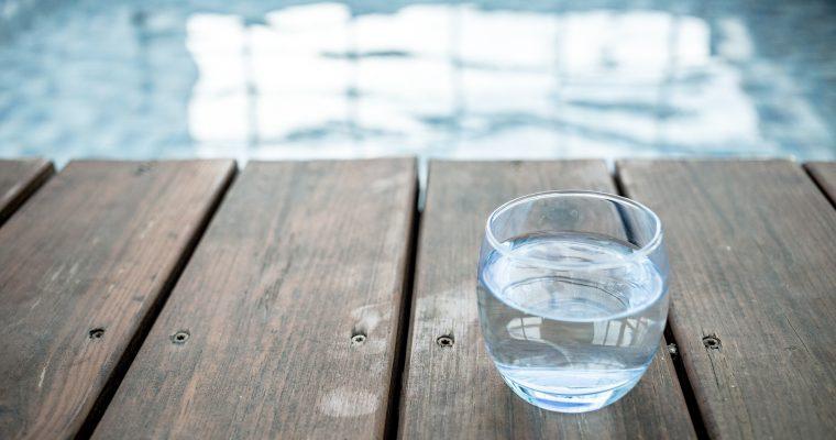 Darum solltest du jeden Morgen ein Glas Wasser trinken